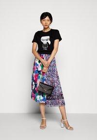 KARL LAGERFELD - IKONIK - T-Shirt print - black - 1