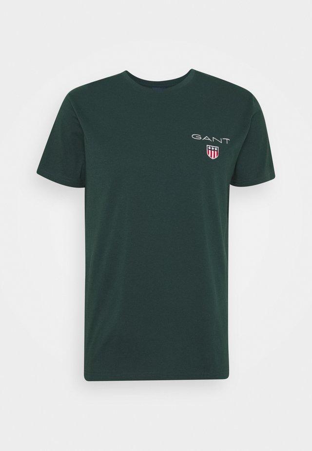 MEDIUM SHIELD - T-shirt basic - tartan green