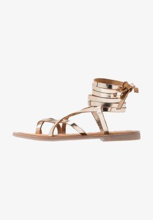 CLAVERACK - T-bar sandals - oro