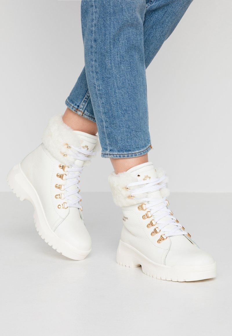 Panama Jack - HELSINKI IGLOO - Kotníkové boty na platformě - blanco/white