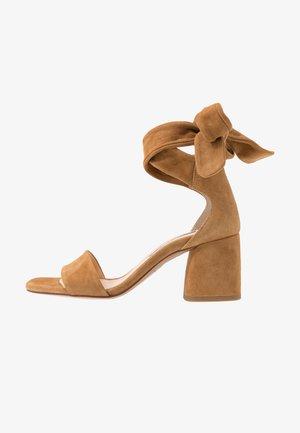 SELENE  - Riemensandalette - camel