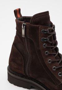 Marc O'Polo - LACE UP BOOT - Šněrovací kotníkové boty - dark brown - 5