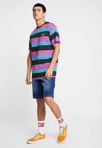 Brave Soul - Denim shorts - mid blue wash - 1