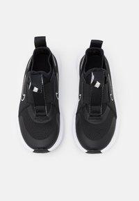 Nike Performance - FLEX PLUS UNISEX - Neutrální běžecké boty - black/white - 3