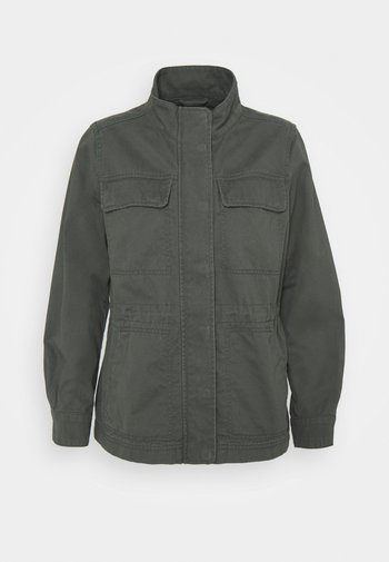 CORE UTILITY JACKET SOLID