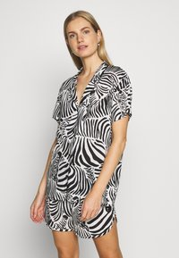 Chalmers - SARAH ZEBRA HERD SET - Pyjama - white/black/multi-coloured - 0