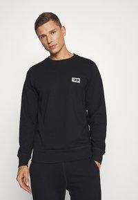 Diesel - UMLT-WILLY SWEAT-SHIRT - Pyjama top - black - 0