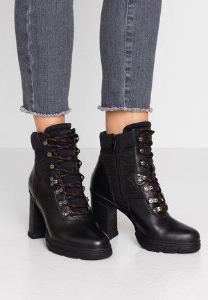 TIPULA - Højhælede støvletter - black