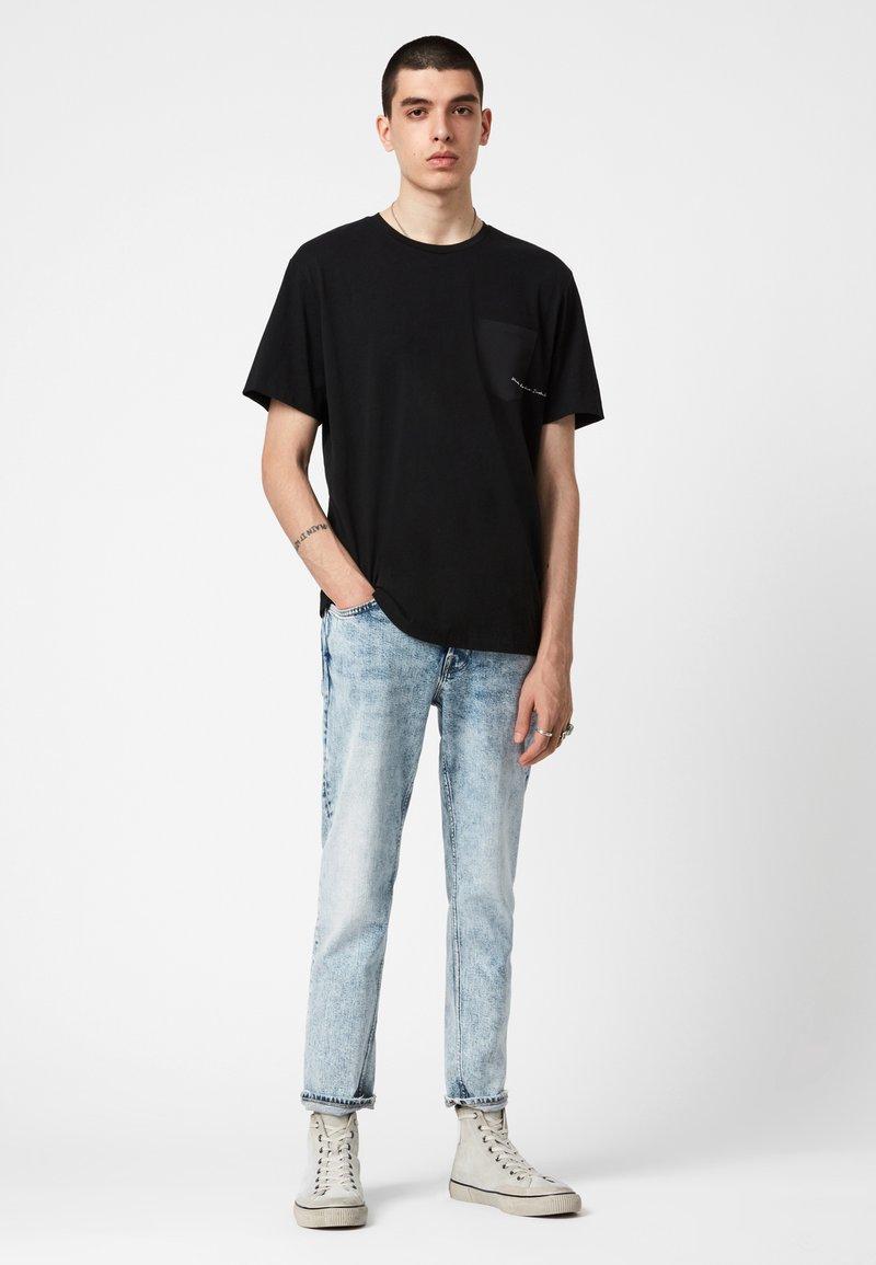 AllSaints - SCRIPTURE SS CREW - Print T-shirt - black