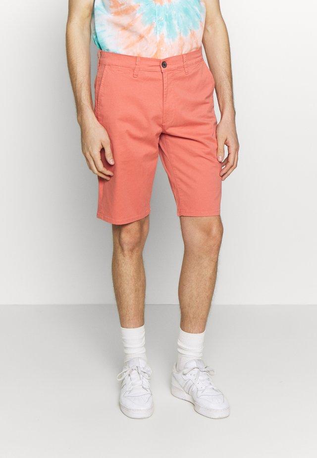 TEXAS CHINO - Shorts - coral
