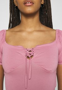 Trendyol - Print T-shirt - rose - 5