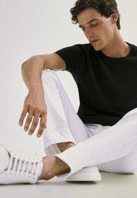 Massimo Dutti - Basic T-shirt - black - 6