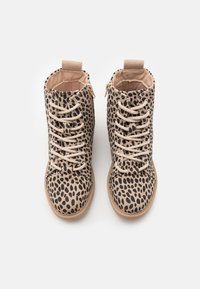 Cotton On - LACE UP ROXIE BOOT - Šněrovací kotníkové boty - beige - 3