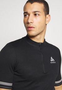 ODLO - STAND UP COLLAR ZIP ESSENTIAL - T-Shirt print - black - 3