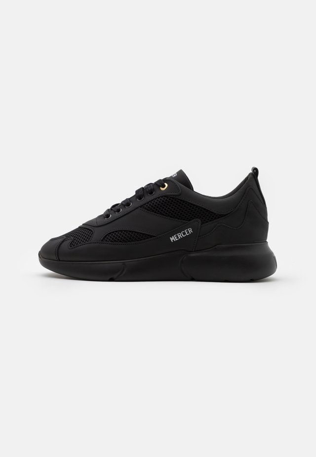 Sneakers laag - triple black