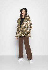 Billabong - HIKING LOVER - Winter jacket - army - 1