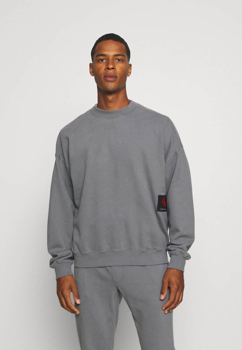 Calvin Klein Jeans - OVERSIZED BADGE - Sweatshirt - shining armor