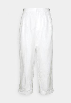 TWO PLEATS WIDE LEG ROLLED UP HEM TROUSERS - Bukse - white
