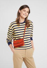Lauren Ralph Lauren - CLASSIC MADISON - Bum bag - pumpkin - 1