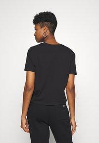 Tommy Jeans - BADGE TEE - T-shirt basique - black - 2