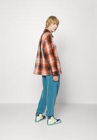 Levi's® - PORTOLA CHORE COAT UNISEX - Summer jacket - anatase picante - 3