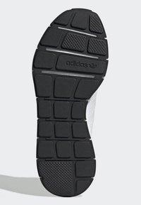 adidas Originals - SWIFT RUN RUNNING-STYLE SHOES - Trainers - white - 8