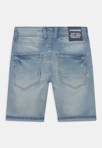 Vingino - CHARLIE - Denim shorts - light blue denim - 1