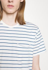 rag & bone - MILES TEE - Print T-shirt - ivryblue - 5