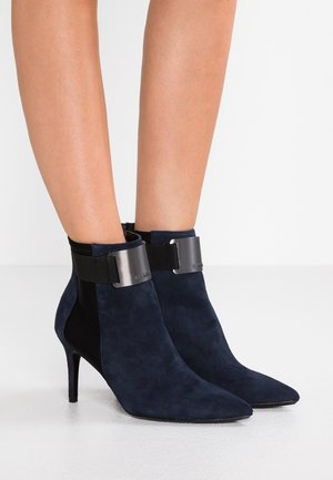GIAMELLE - Classic ankle boots - deep navy/black