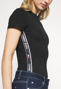Tommy Jeans - SHORTSLEEVE TAPE - Print T-shirt - black - 5