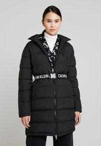 Calvin Klein Jeans - LONG PUFFER WITH WAIST BELT - Veste d'hiver - black - 0