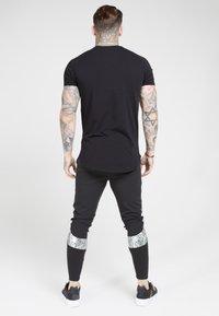 SIKSILK - Print T-shirt - black  silver - 2
