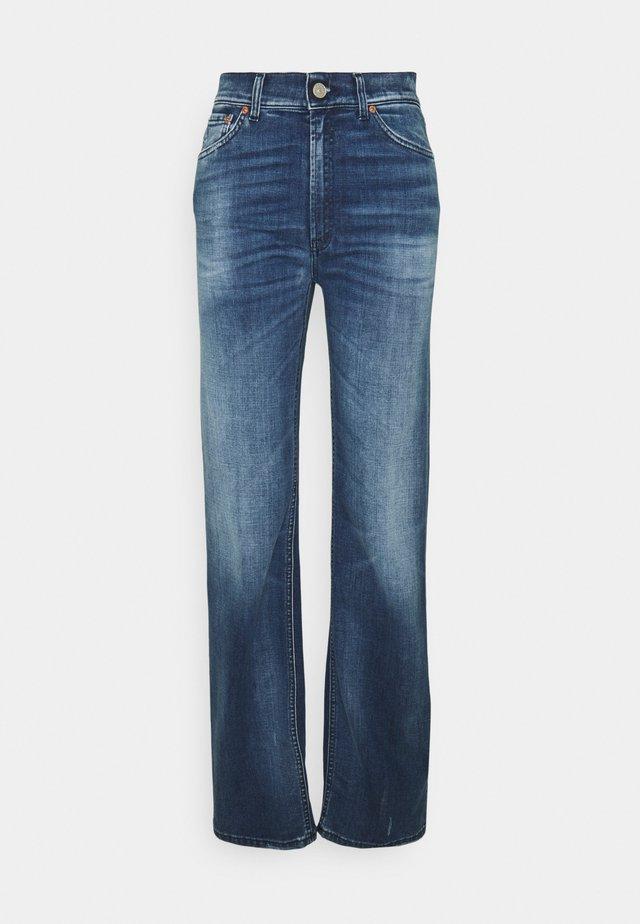 PANTALONE MABEL - Flared Jeans - blue denim
