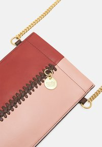 See by Chloé - TILDA PHONE WALLET - Phone case - faded red - 3