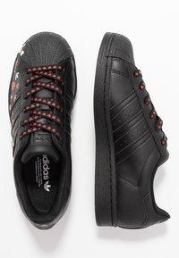 adidas Originals - 2020-02-01 SUPERSTAR  SHOES - Sneakers laag - core black/footwear white/glow pink - 3