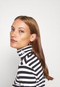 Calvin Klein Jeans - Long sleeved top - black/bright white - 3