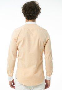 Auden Cavill - Shirt - lachs - 1