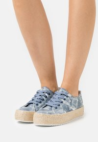 Laura Biagiotti - Chaussures à lacets - wall blue - 0