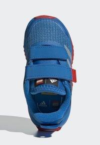 adidas Performance - X LEGO SPORT RUNNING ACTIVE PRIMEBLUE - Juoksukenkä/neutraalit - blue/white/red - 1