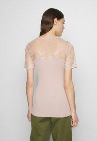 Rosemunde - T-shirts med print - vintage powder - 2
