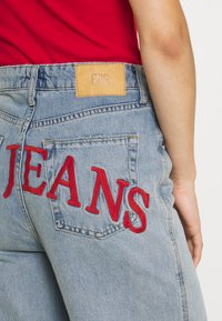 BDG Urban Outfitters - EMBROIDERED PUDDLE  - Relaxed fit jeans - summer vintage - 4