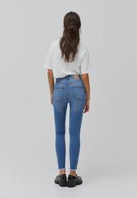 PULL&BEAR - SKINNY HIGH WAIST - Jeans Skinny Fit - blue - 2