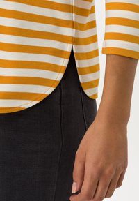 BRAX - STYLE BONNIE - Long sleeved top - butternut - 4