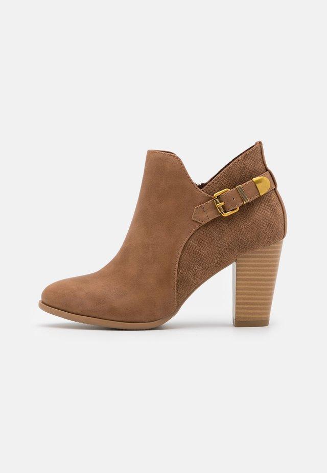 ANISH - Boots à talons - camel