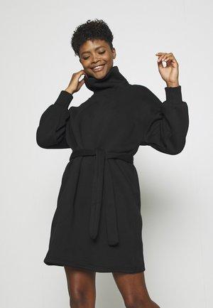 ONLKYLIE HIGHNECK BELT DRESS - Denní šaty - black