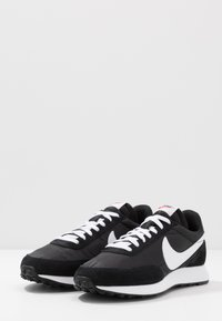 Nike Sportswear - AIR TAILWIND 79 - Trainers - black/white/team orange - 3