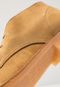 Selected Homme - SLHROYCE DESERT LIGHT BOOT - Sznurowane obuwie sportowe - sand - 6