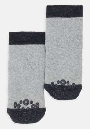KRABBELSÖCKCHEN 2 PACK - Socks - grau