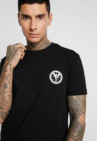 Carlo Colucci - UNISEX - Print T-shirt - schwarz - 4