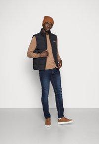 Calvin Klein - CRINKLE VEST - Waistcoat - black - 1